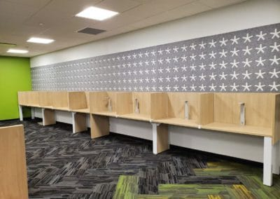 Office cubicles installation - walls to separate operators
